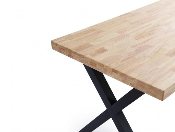 Mesa de comedor fija con tapa de madera de roble y patas metálicas negras  merkamueble