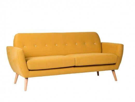 Sofá 3 plazas tapizado mostaza y patas madera  merkamueble