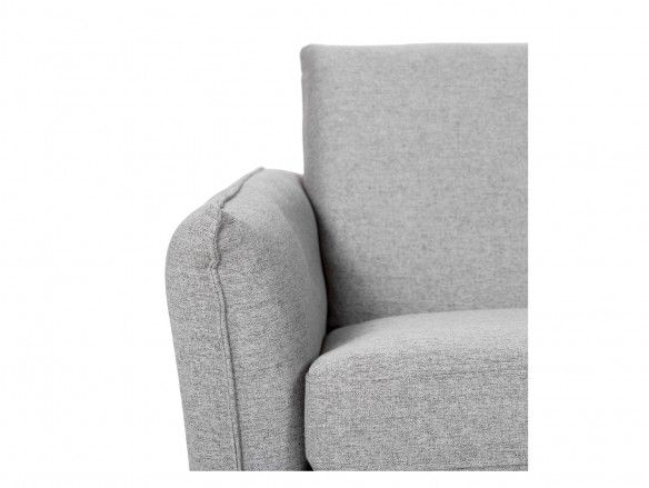 Sofá 3 plazas tapizado gris claro y patas metálicas  merkamueble
