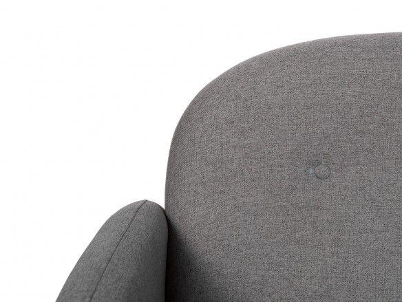 Sofá 3 plazas tapizado gris oscuro y patas madera  merkamueble