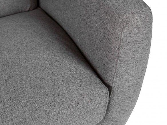 Sillón tapizado gris oscuro y patas madera  merkamueble