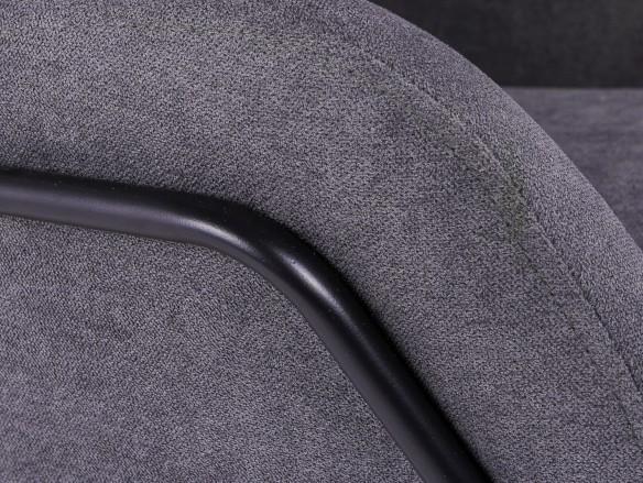 Butaca tapizada gris oscuro y patas metálicas  merkamueble